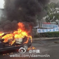 "A Chinese man hangs some banners with slogans that read ""Defeat the Japanese devils!"", ""Japanese devils return home!"" while burning his Civic outside a Honda dealership in Shanghai. (photo: daemonlin via Shanghaiist)"