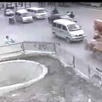 Photo: Video: Epic Chinese scooter driving fail