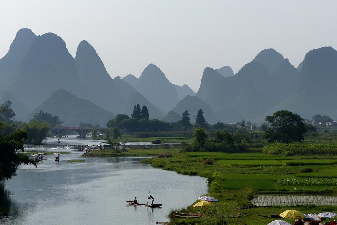 Li River, Yangshuo, Guangxi. Photo by Juan Ilanos.